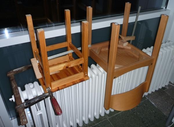 Hocker und Stuhl in Reperatur