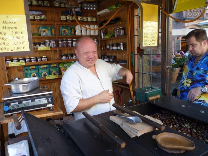Maroni Verkäufer am Ofen